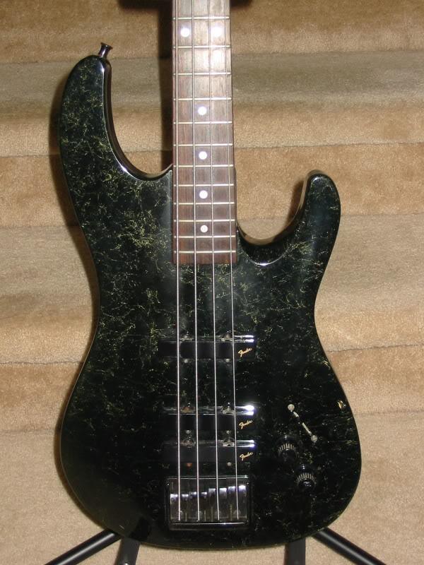 Baixos Fender no mínimo estranhos... 110-1051_IMG