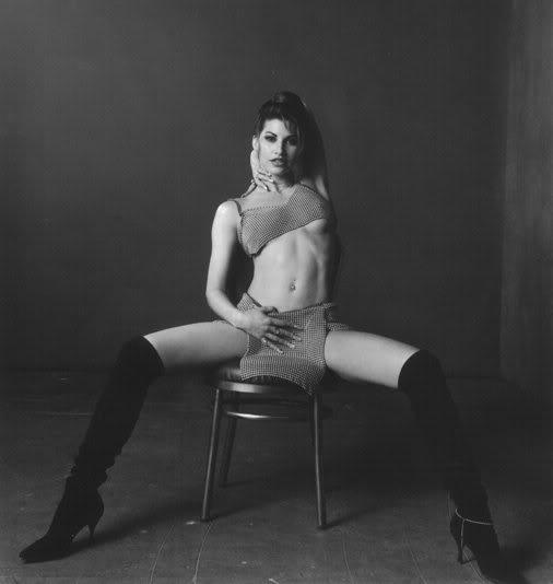Señoras estupendas. Madurez sexy - Página 3 Pic-GinaGershon-gina11