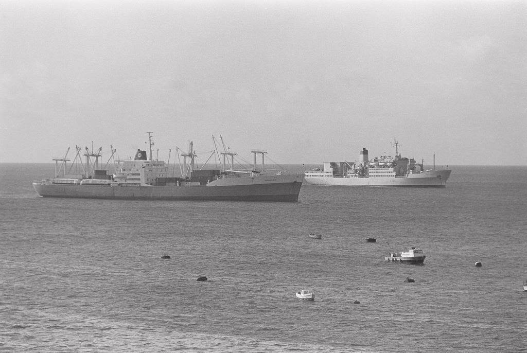 HMS Invincible and the Malvinas War in 1982 MormacseaRFAFortAustinAscension
