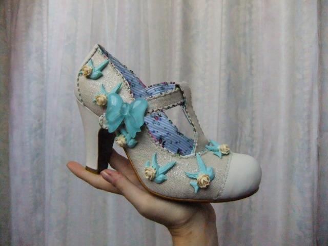 Parce que les filles, ça aime les poupées et les chaussures DSCF1513