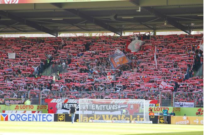 European ultras - Pagina 2 1-FSV-Mainz-05-1-0-Borussia-Dortmun