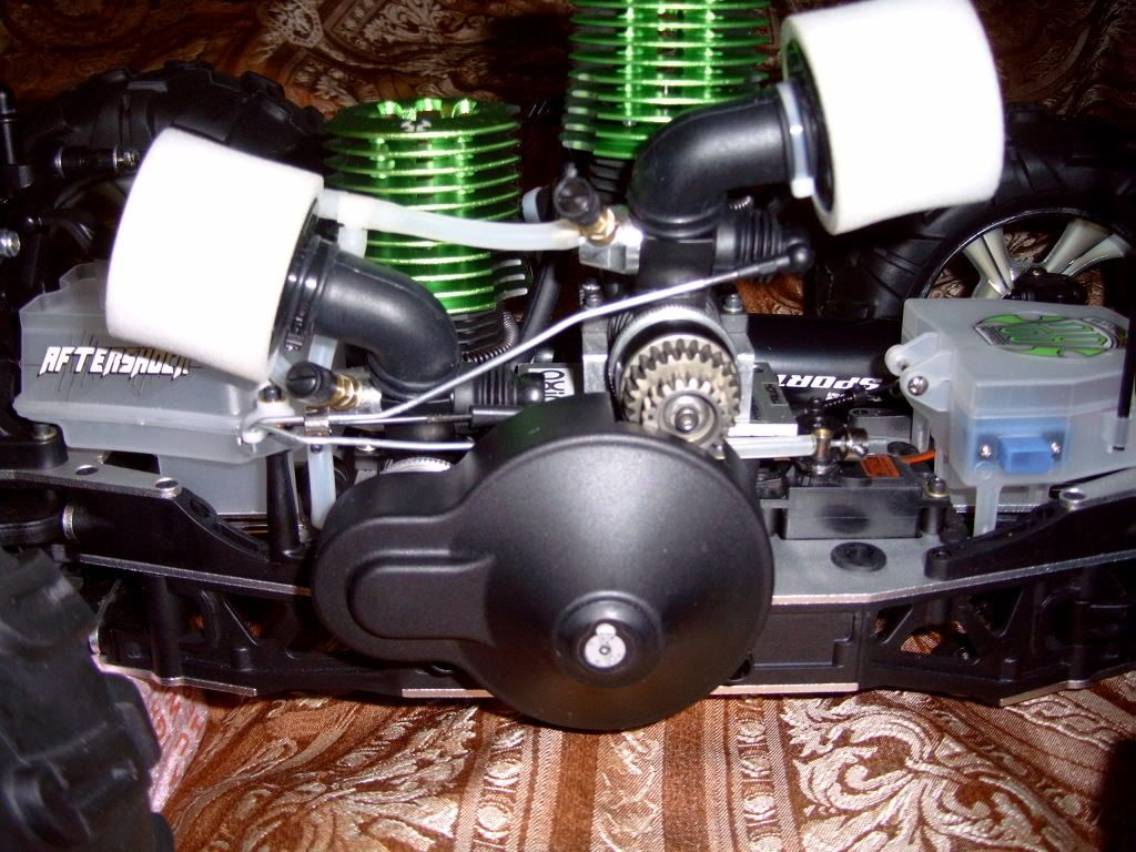 R/C  Team losi / lightning GTX2  twin engine Picture247