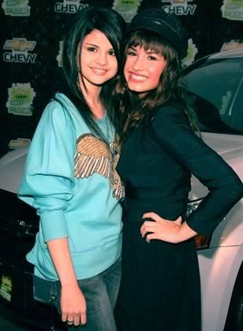 Selena & Demi Photos 010jhj5