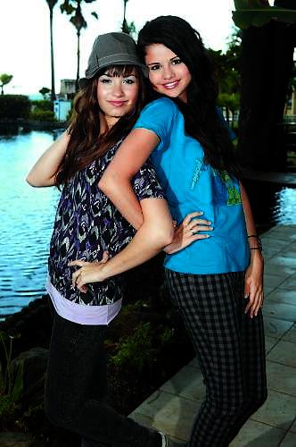 Selena & Demi Photos 1-11