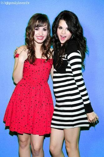 Selena & Demi Photos 1397