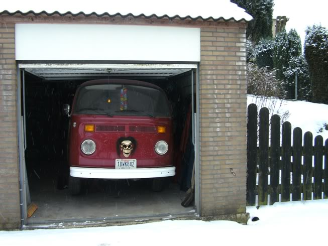 Old cars in the snow  pictures... Tiki-T2001