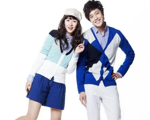 Kim Hyun Joong y Yoon Eun Hye pasan para Basic House YEHKJH006