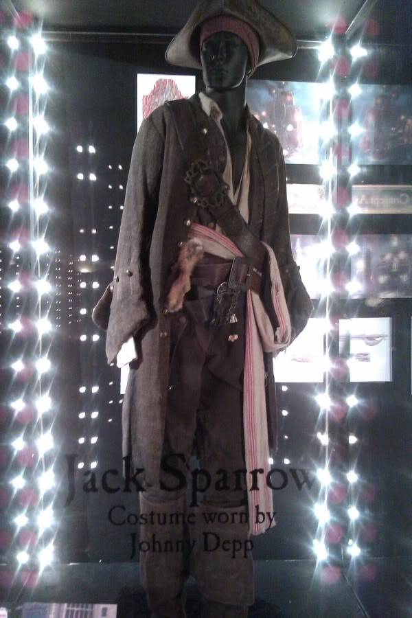 Jack Sparrow costume  on display at Hot Topic at Hollywood & Highland - Page 2 D9bff4bf