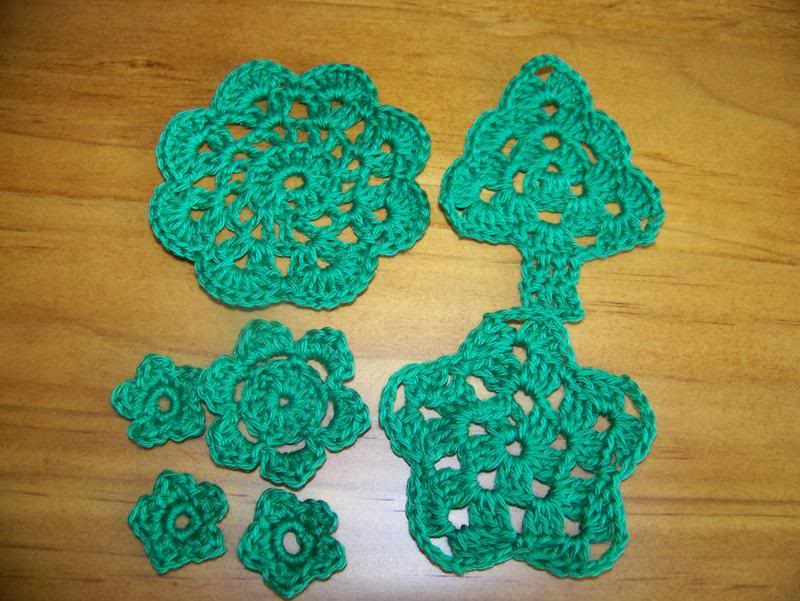 Christmas Crochet packs November2010010-1