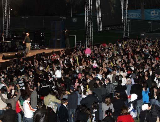 صور جديده لعمرو دياب من حفل فبراير 2008 بدبى 03_nt_amr_diab10_5
