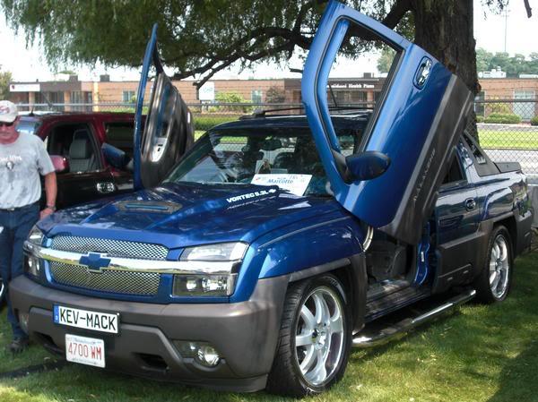 Truck with the face L_22d41ee498224580bdaab5b95e9c543d