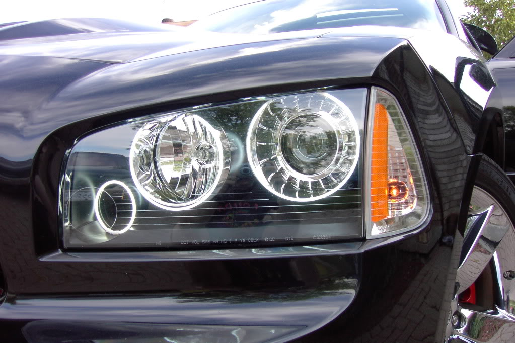 i need a pic of a charger with clear corner lights PDRM2052