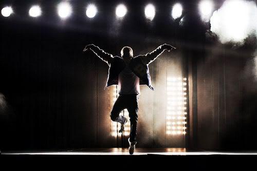 Justin Bieber bị fan... đuổi  1136778723_100818musikbieberanh5
