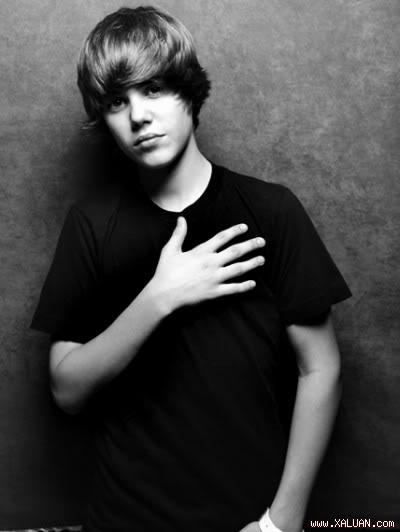 """Justin Bieber ứng xử quá """"pro"""" khi bị fan ném chai vào đầu  1281407615_img"""