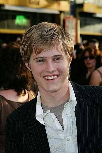 Lucas is so handsome!! Lucas-grabeel-pic