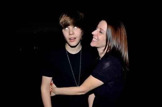 """Justin Bieber đang bị """"bóc lột"""" sức lao động Justinbieberjustinbiebersmompattiemallettetoposeforplayboymagazineolsentwinsnewsb2dbd677f13c9e7ae6a7548a97d12c9f"""