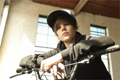 Justin Bieber bí mật tái ngộ tình cũ T363952