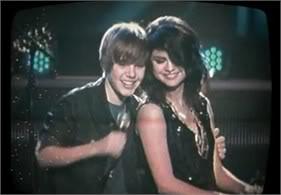 Justin Bieber từng đề nghị khiếm nhã với Selena Gomez T368536