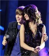 Justin Bieber từng đề nghị khiếm nhã với Selena Gomez T368537