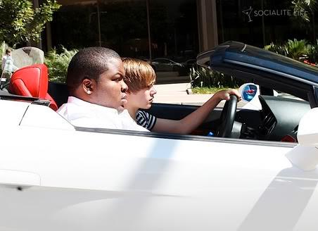 Justin Bieber được tặng xe Lamborghini T372476
