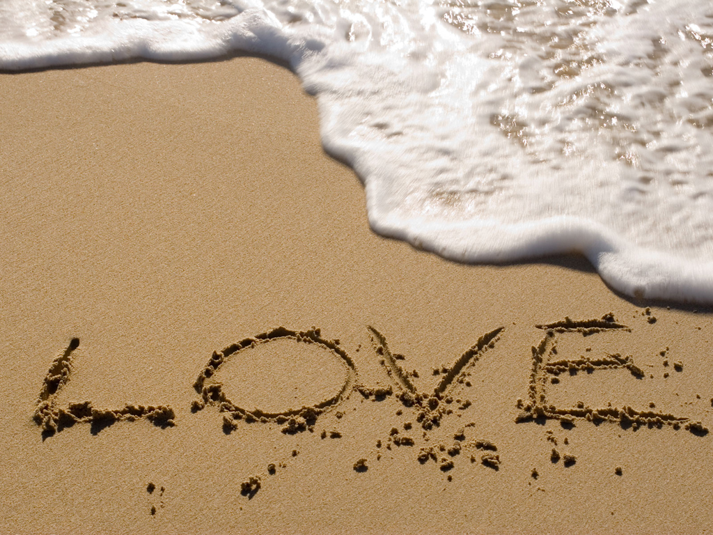 Some cute wallpapers I found (almost are black and blue) Sand_love_1024x768