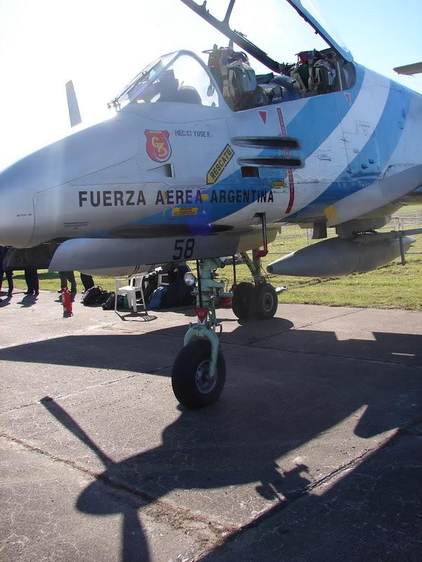 Alerta Roja sobre Comodoro Rivadavia FMAIA-58Pucara_A-558_0080_25Aos_200