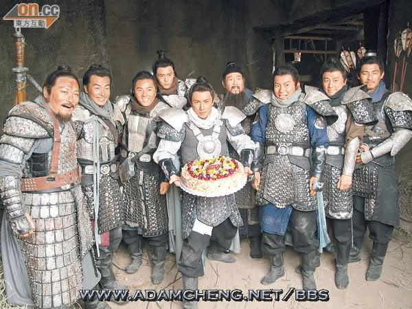 [2011-10-11] Thu Quan thống lĩnh Dương Gia lục tử bất ngờ chúc mừng sinh nhật Ngô Tôn 1012-00470-040b1