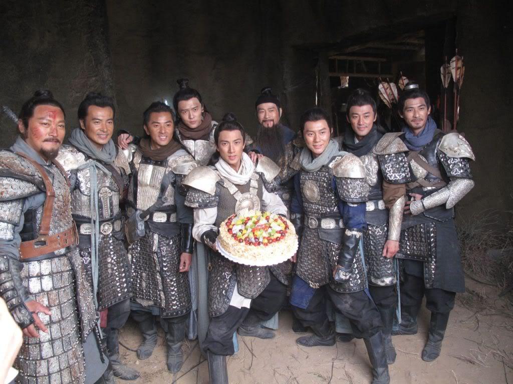 [2011-10-11] Thu Quan thống lĩnh Dương Gia lục tử bất ngờ chúc mừng sinh nhật Ngô Tôn 111011a