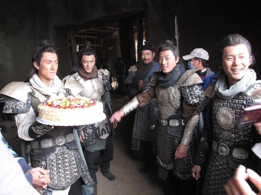 [2011-10-11] Thu Quan thống lĩnh Dương Gia lục tử bất ngờ chúc mừng sinh nhật Ngô Tôn 111011b
