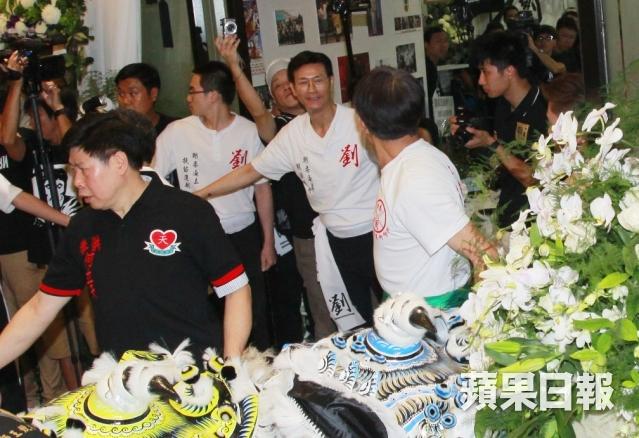 [2013-7-23] Thu Quan nhìn mặt sư phụ lần cuối: Lên đường bình yên 1374588427_8b68_zpse5ad4db9