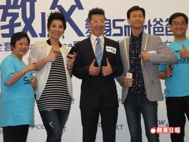[2013-06-06] Cặp đôi cha con Thu Quan Hân Nghi kiếm tiền một cách thân thiết 63c3fa67gw1e5elhwlak7j20hs0dcacx_zpsdb2bd249
