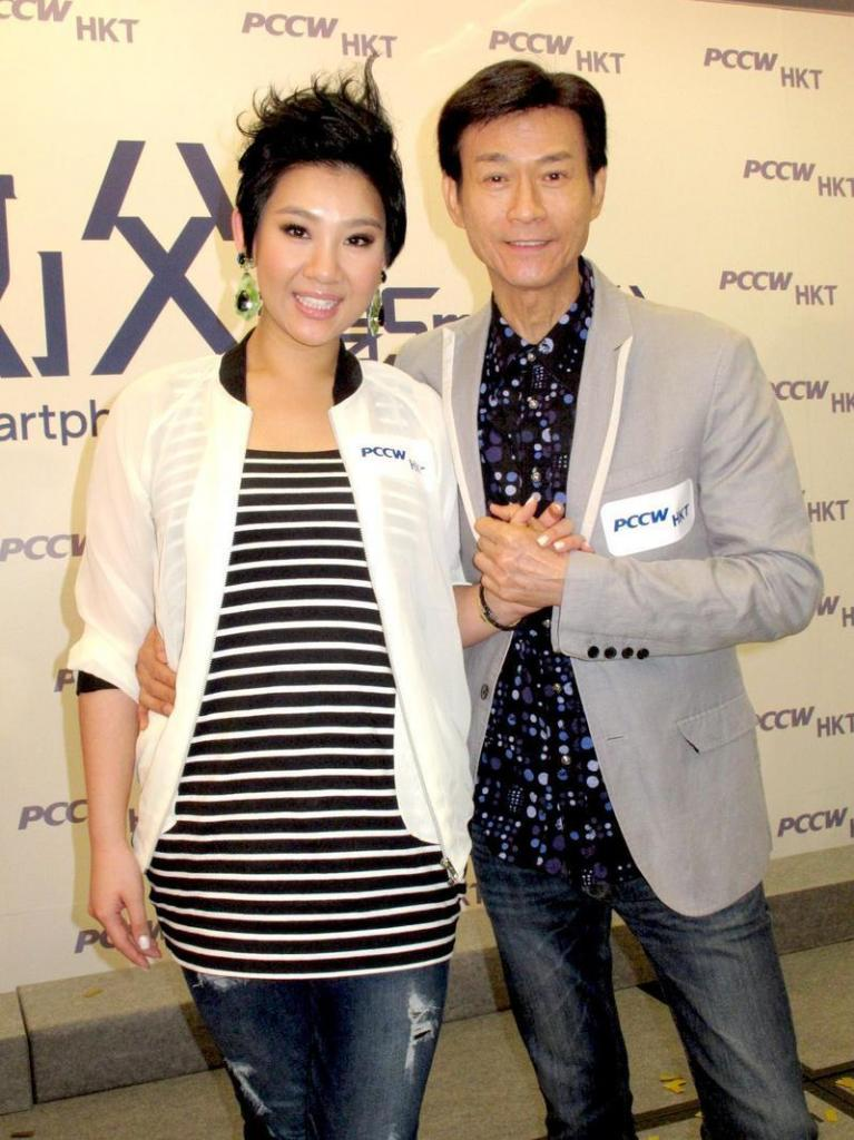 [2013-06-06] Cặp đôi cha con Thu Quan Hân Nghi kiếm tiền một cách thân thiết 63c3fa67gw1e5eruxq669j20m80tngoq_zps4210cb74