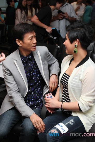[2013-06-06] Cặp đôi cha con Thu Quan Hân Nghi kiếm tiền một cách thân thiết 63c3fa67gw1e5es3n9y85j20a70faju3_zps338c0bd9