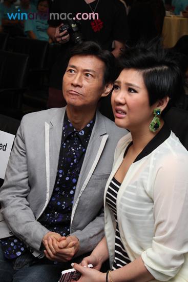 [2013-06-06] Cặp đôi cha con Thu Quan Hân Nghi kiếm tiền một cách thân thiết 63c3fa67gw1e5es3o9hq9j20a70famzg_zps8bdb477b