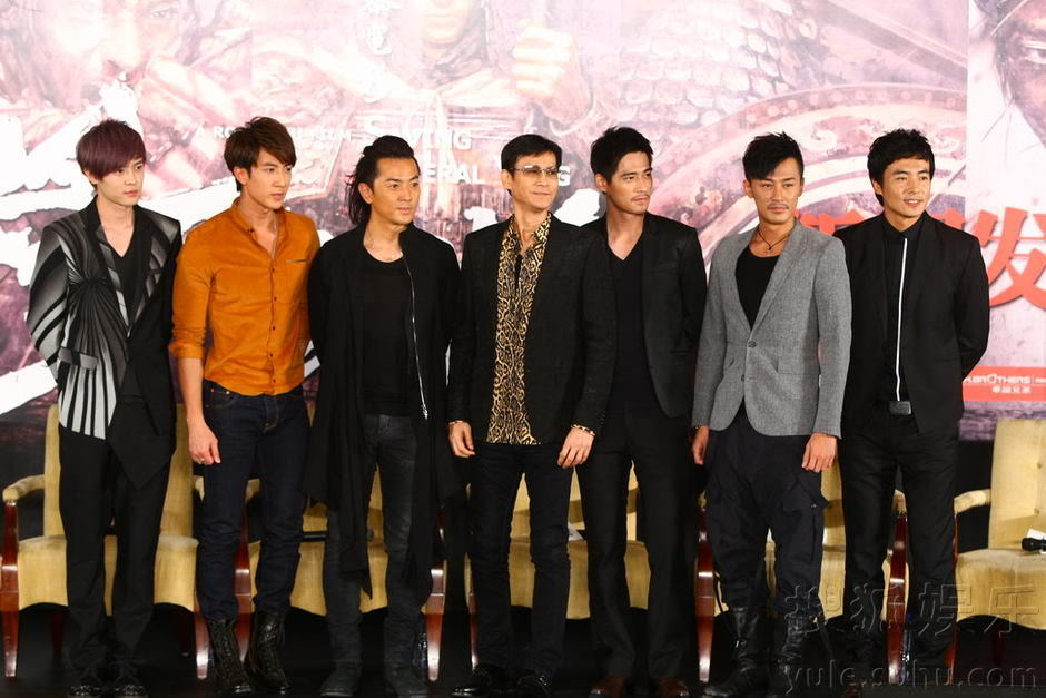 """[2011-8-18 & 19] """"Trung Liệt Dương Gia Tướng"""" khai máy, Trịnh Thiếu Thu lãnh đạo toàn bộ soái ca ra chụp hình Img2808723_n"""