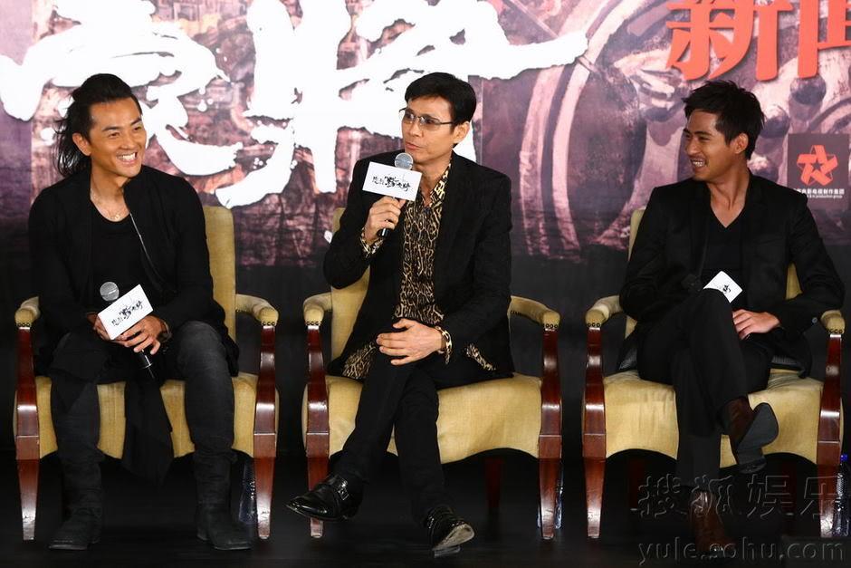"""[2011-8-18 & 19] """"Trung Liệt Dương Gia Tướng"""" khai máy, Trịnh Thiếu Thu lãnh đạo toàn bộ soái ca ra chụp hình Img2808741_n"""