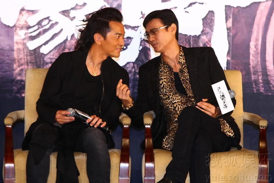 """[2011-8-18 & 19] """"Trung Liệt Dương Gia Tướng"""" khai máy, Trịnh Thiếu Thu lãnh đạo toàn bộ soái ca ra chụp hình Img2808751_n"""