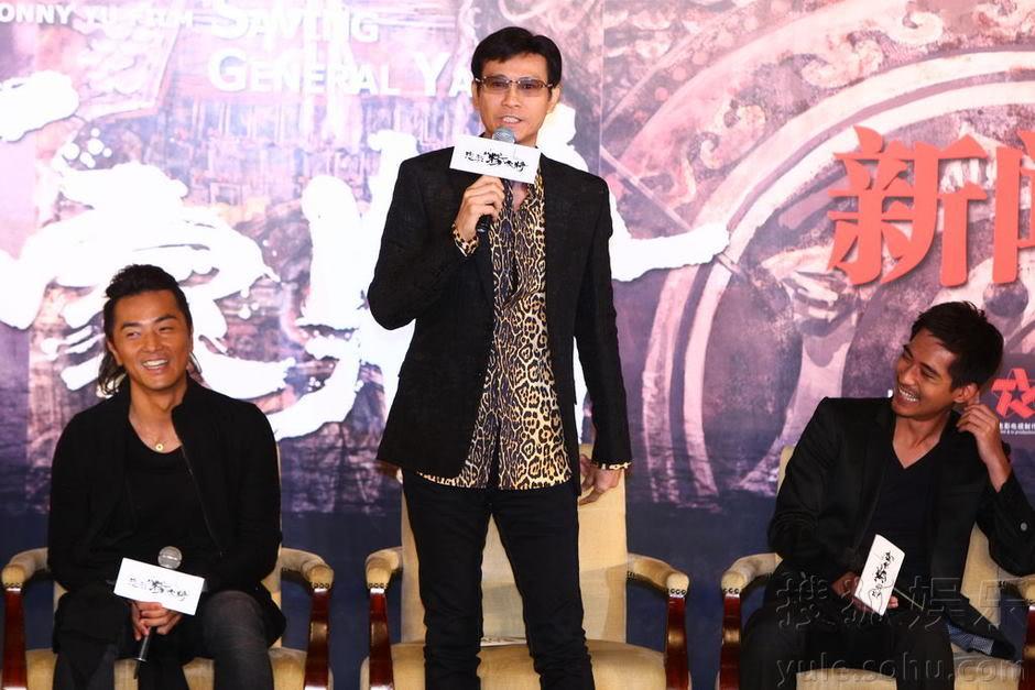 """[2011-8-18 & 19] """"Trung Liệt Dương Gia Tướng"""" khai máy, Trịnh Thiếu Thu lãnh đạo toàn bộ soái ca ra chụp hình Img2808761_n"""