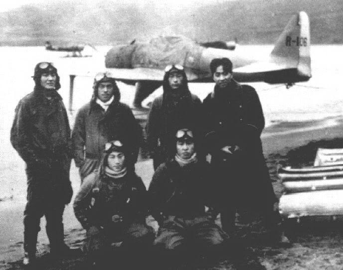 Operation Landcrab: La reprise d'Attu par les américains A6m2-n_Rufe_pilots_Toko-Ku_Attu_194