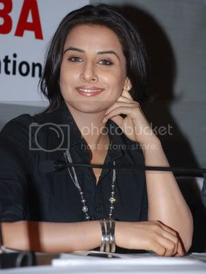 """Vidya Balan """"willing to kill"""" Gauri Khan! Normal_vidya-balan-toshiba2"""