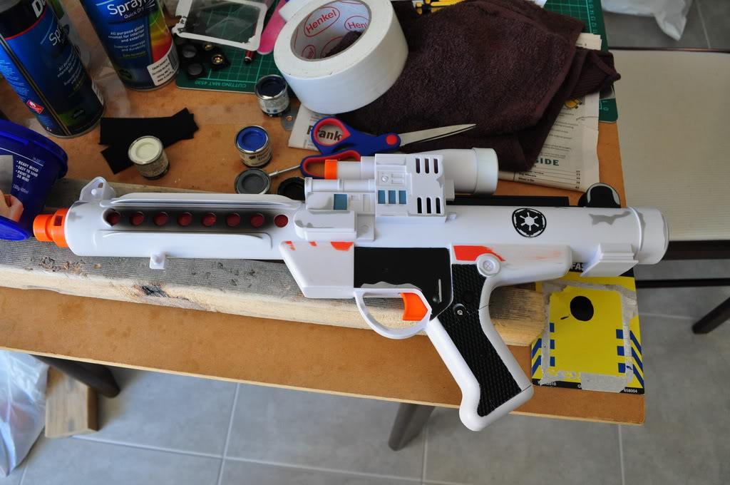 Les différents modèles de blasters E-11 4431015263_11f215510e_o