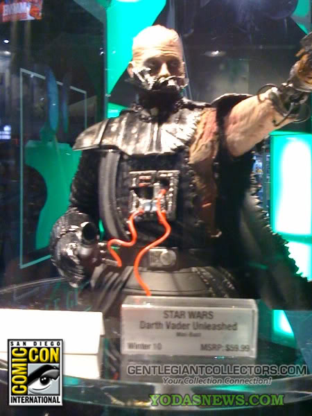 Darth Vader Unleashed Mini Bust 8-1