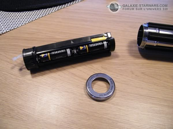 Tuto démontage sabre Master Replicas FX Darth Vader ANH  DSCF3310copie