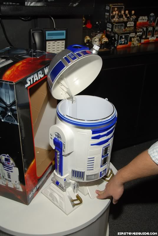 R2-D2 Trash Can NYF_6292_resize