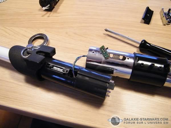 Tuto démontage sabre Master Replicas FX Darth Vader ANH  DSCF3329copie