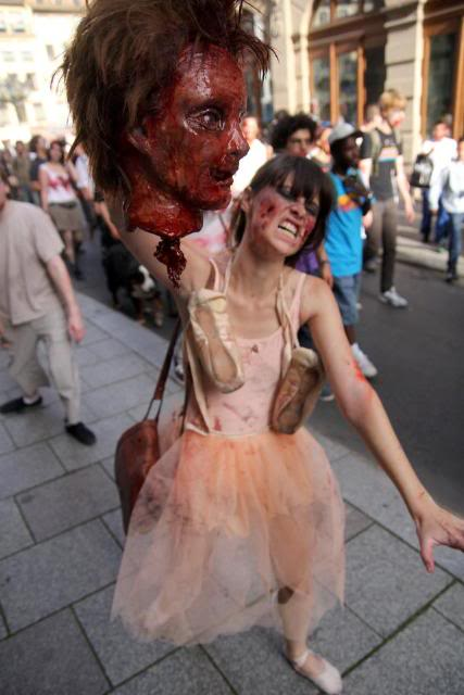 Zombie Walk Strasbourg 10 Septembre 2011 298751_10150318012303497_834643496_7877171_1955163847_n