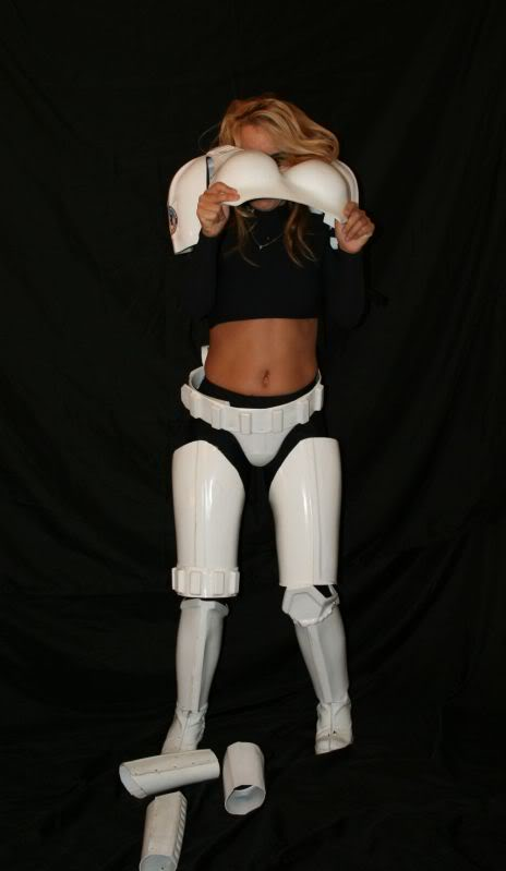 Femtrooper Julie is back !! Julie-femtrooper-strip-053
