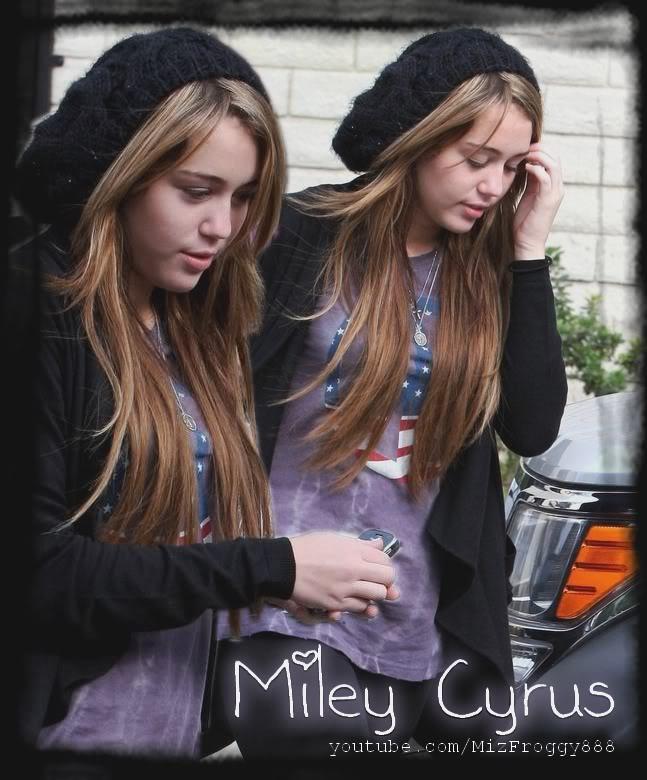 miley Cyrus hates on ~> Twilight Miley-cyrus_COM-studiocity2009mar21