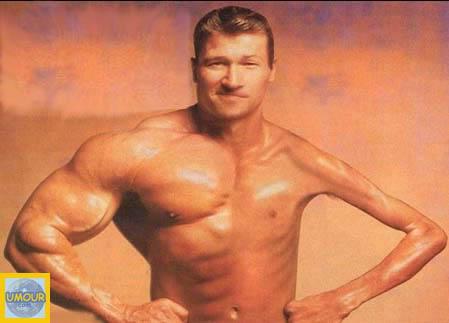 Petit poignet deviendra gros Homme-muscle