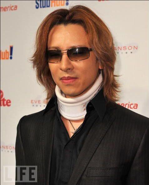 [YOSHIKI] [Misc] Yoshiki acudio a la gala de rock the kasbah (octubre 09) R1